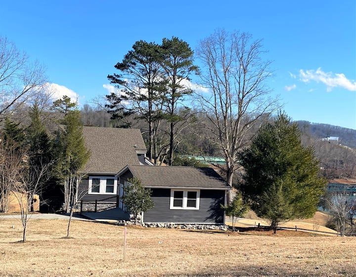 Fischer's 4-Some On the Golf Course- Sleeps 20