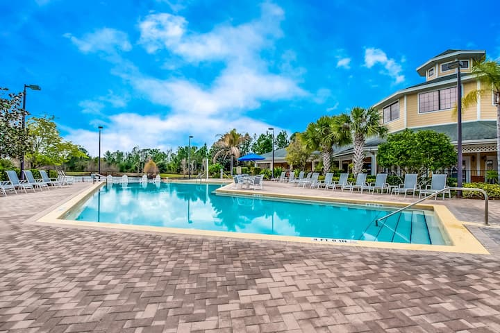 New! Lovely Condo Only 10 Minutes To Disney!
