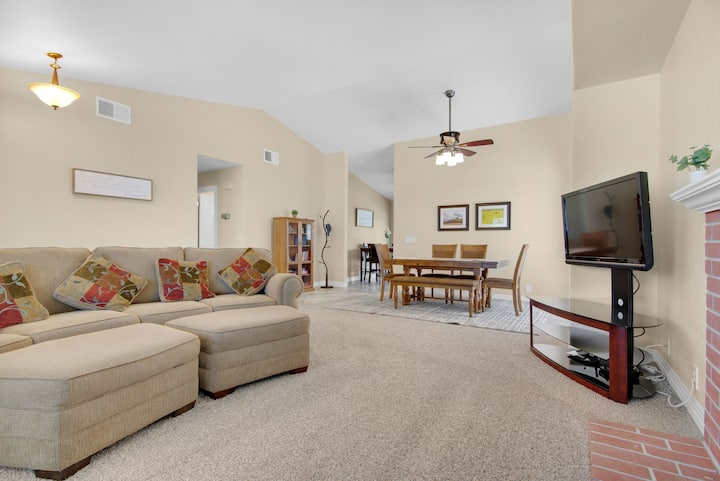 WINE ON WHIPPOORWILL - 4 Bed w/Hot Tub Near Wineries