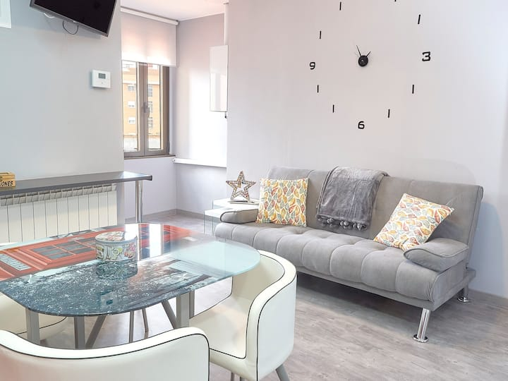 Apartment with one bedroom in León, with wonderful city view, balcony and WiFi - 55 km from the slopes