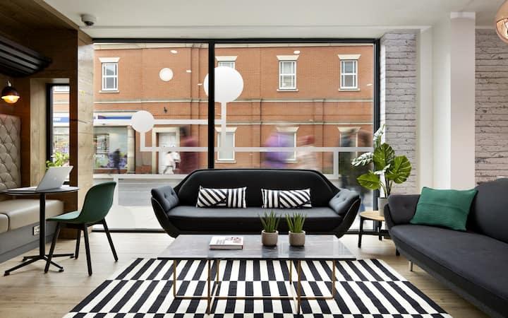 Fivestar Goddard Apartment - Double Occupancy - v20