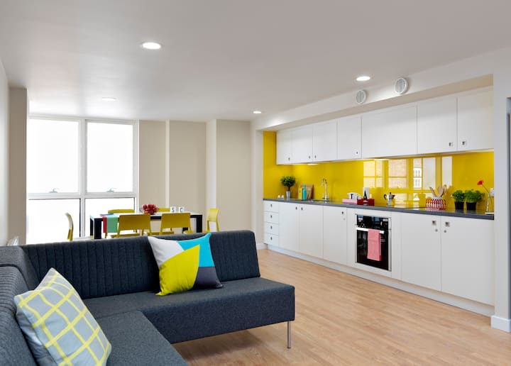 Swanky Clifford Deluxe (Double - 5 & 6 bed flat) - v20