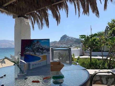 Skyros Beachfront Haven-On the sandy beach