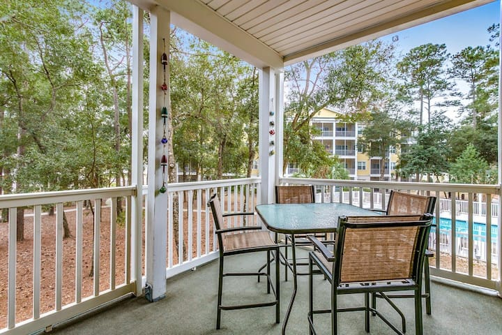 """A Shore Thing"" @Ocean Keyes-Elevators-Pool View-Balcony-Walk to Beach & Main St"