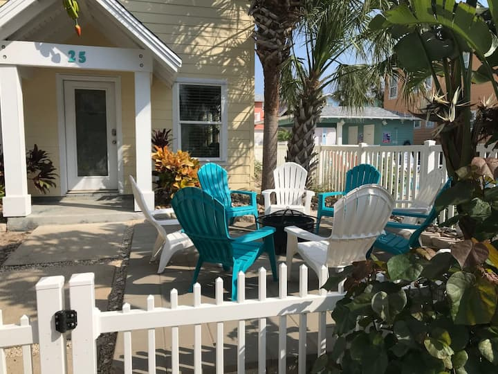 Going Bananas: Shared Pool, Grill, Outdoor Dining, Gated Community