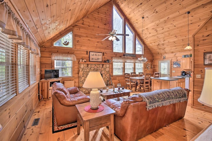 NEW! Pet-Friendly Cabin w/ Porch by Fish Hatchery!