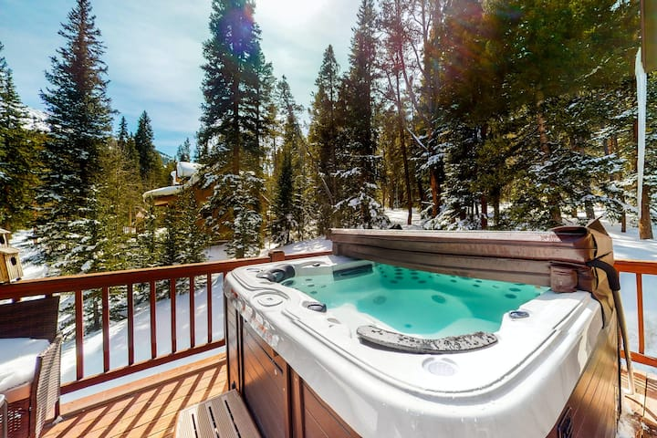 Inviting Mountain Home w/ Private Hot Tub, Free WiFi, Stacked Rock Gas Fireplace