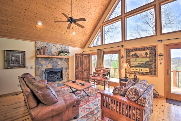 NEW! Mountain Cabin in Murphy w/ Private Hot Tub!