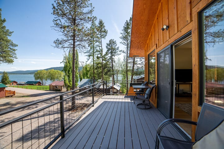 Treehouse-Beautiful Loft Views of Lake Mary Ronan