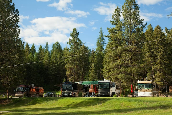 RV Site-Beautifully Landscaped 45' Class A