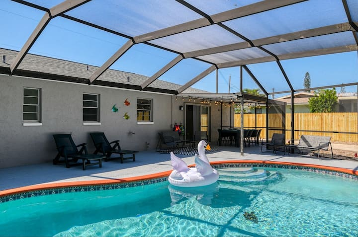 Lake's Sunny Paradise! Newly Remodeled 3 Bedroom Home With Heated Pool!