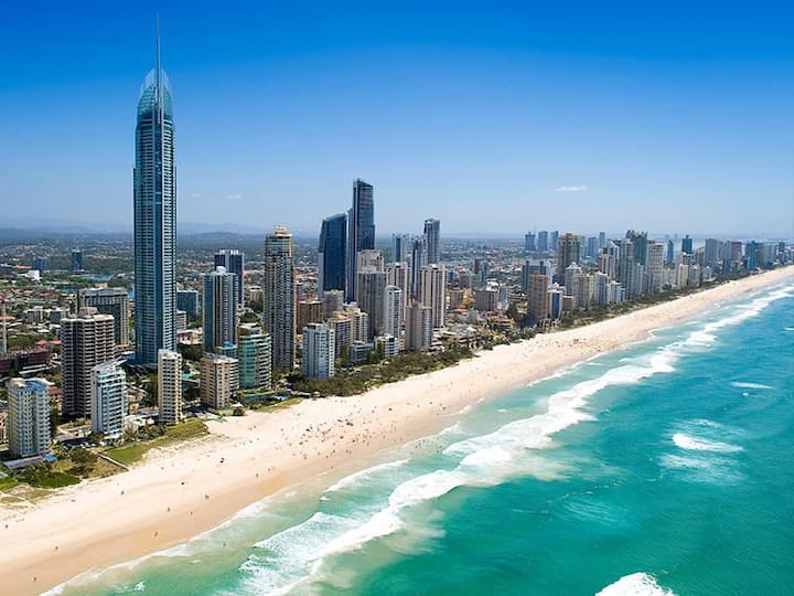 Water Views Surfers Paradise Private Apartment - Central Location