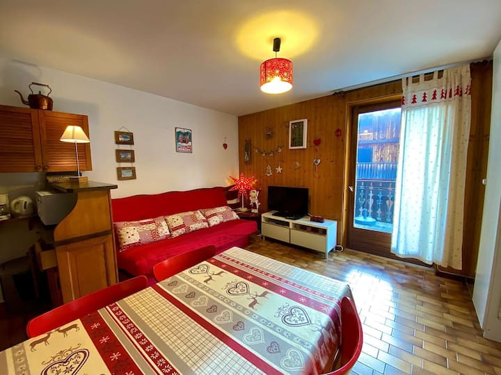 ONE BEDROOM FLAT WITH IDEAL LOCATION IN THE CENTER
