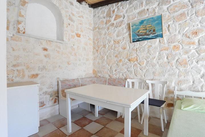 Studio flat near beach Vinišće, Trogir (AS-18674-a)
