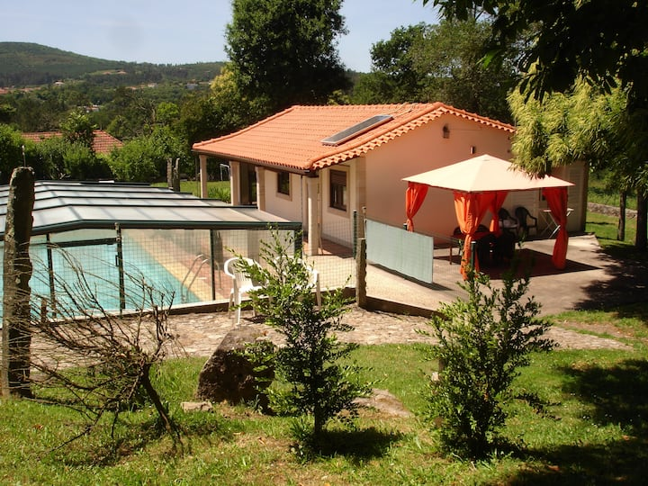 Great Villa with Amazing Pool in Cerveira II