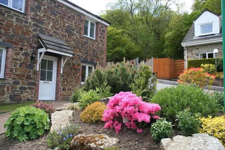 Four bedroom 'Woodland' Cottage at Crylla Valley (100232)