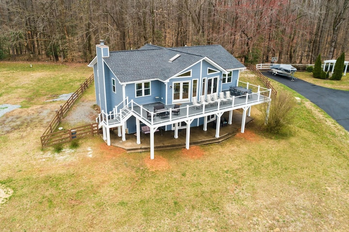 Dog-Friendly Retreat W/ Lake Views, Large Deck, Game Room, & High-Speed WiFi!