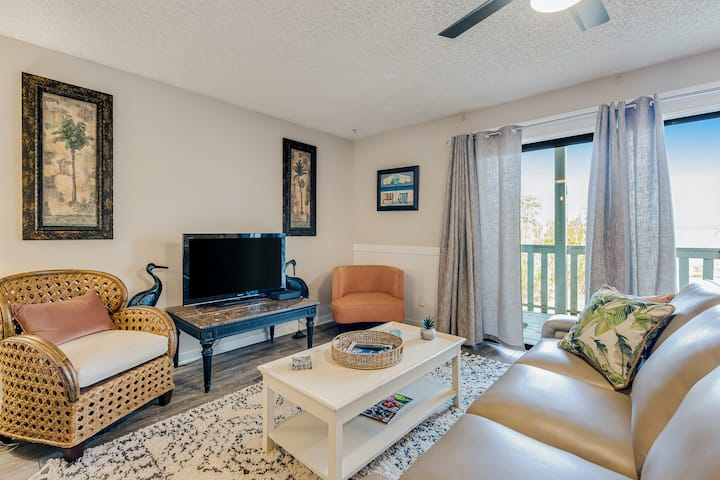 Lake Powell Condo with Shared Pool, WiFi, Private Washer/Dryer, and Central AC