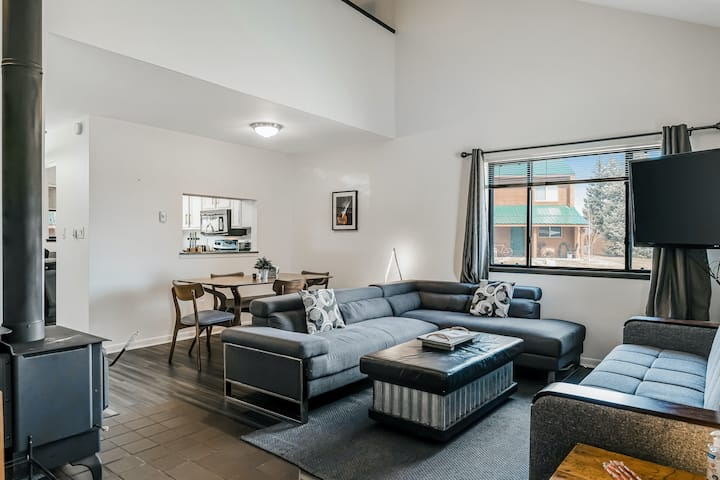 Two-Level Condo w/ Mountain View, Wood Stove, WiFi, Laundry & Central Location!