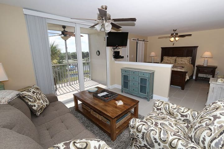 Gorgeous & Updated! Queen Bed and View of Gulf! Room # 2308
