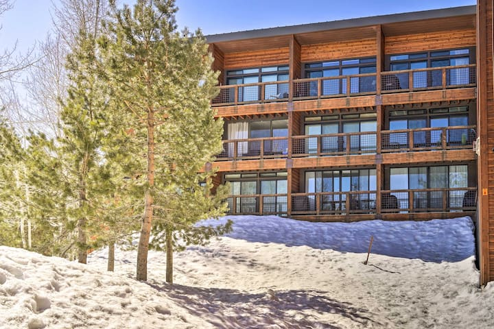 NEW! Cozy Tahoe Donner Condo - Walk to Ski Slopes!