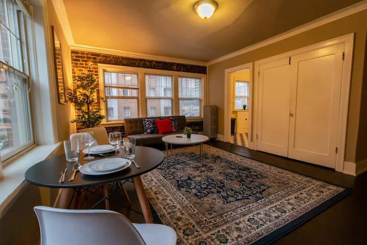 Authentic Brick Condo - Great Wifi & little extras included!