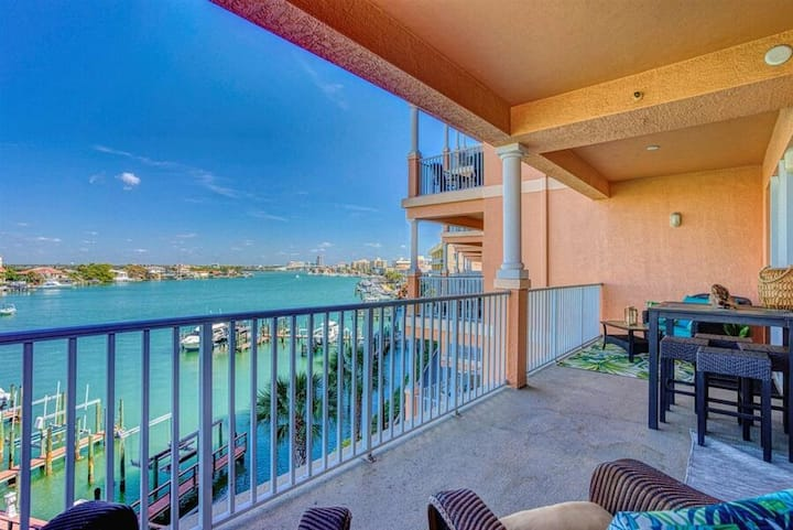400 Harborview Grande 3 bedroom condo heart of Clearwater Beach beautiful views of Clearwater Bay