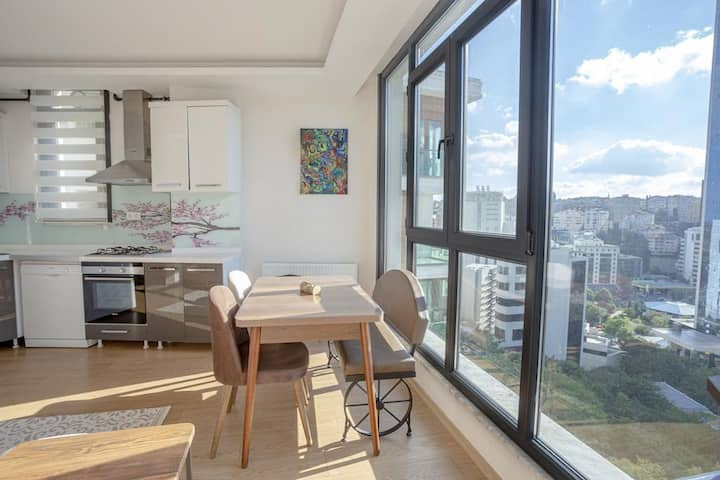 Bright and Cozy 1 BR Apartment with City View in Besiktas