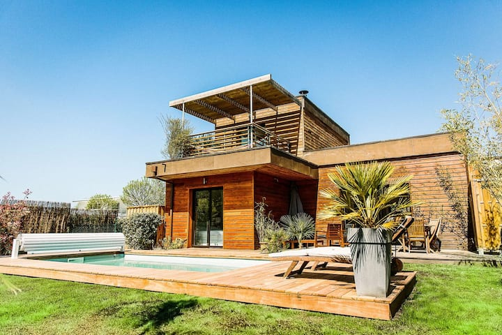 ERIKA, Wooden house for 4 people, with heated swimming pool