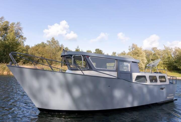 Cedo Nulli Niederländische Ferienboote