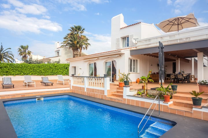 Holiday Villa Abbas with Sea View, Pool, Wi-Fi, A/C, Garden & Terrace; Parking Available