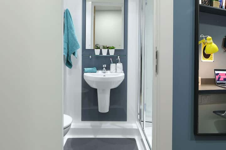 Pretty Platinum Ensuite Disability Access - LOS 12 months 10% off