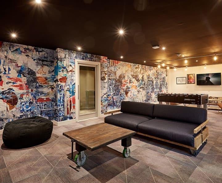 Private Platinum Plus Studio - LOS 12 months 10% off