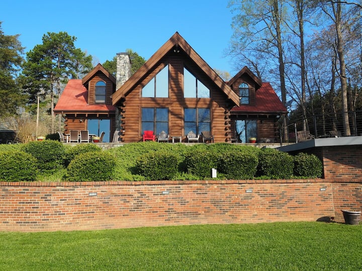 Welcome to Mahogany Heaven - 3 Bed Lake Norman Cabin!