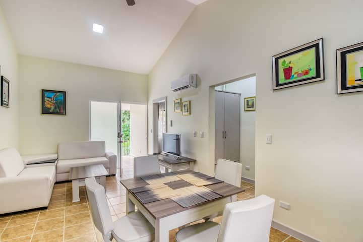Cozy apartment in a great location w/ shared pool, pool spa, gated entrance