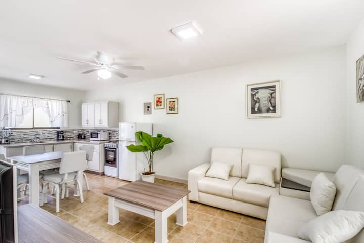 Relaxing, ground-floor apartment w/ a shared pool & pool spa in Playa del Coco