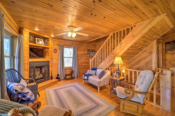 NEW! Rustic Purlear Cabin w/ Mtn Views & Game Room