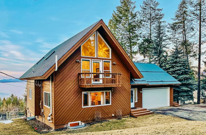 Lakeview Terrace with Incredible Flathead Lake and Mountain Views!