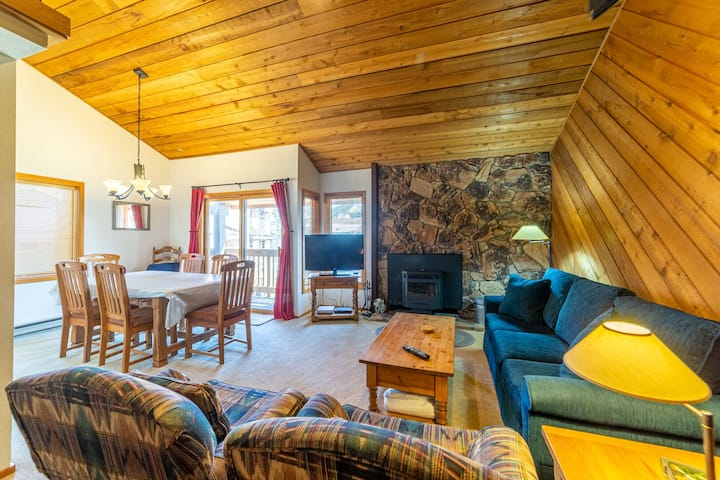 Bright Cozy Snowcreek 1+Loft Gorgeous Mtn Views, Apple TV & WIFI