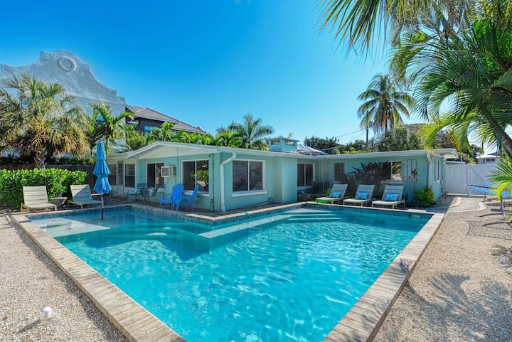 New Rental! Private Heated Pool! Sleeps 10 in total!