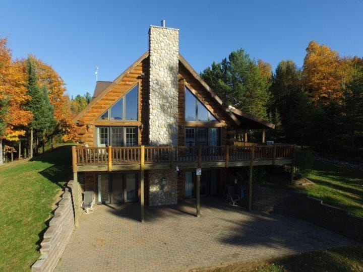 LINCOLN LOG CABIN (Hagerman Lake): Gorgeous lakefront Cabin with private dock!