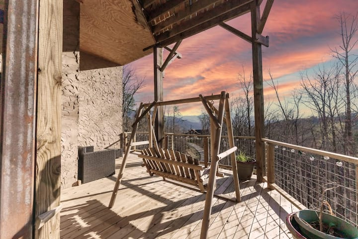 Bountiful Blessings: Stunning Mountain Views, Hot Tub