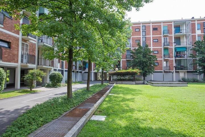 Attractive Via Sem Benelli, Milan