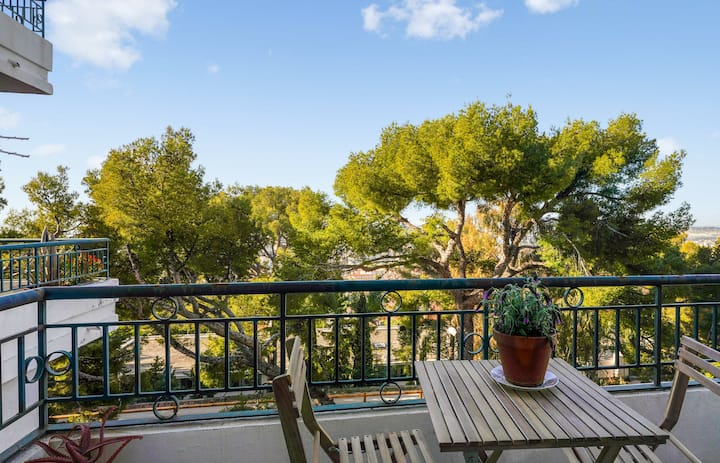 Beautiful flat with balcony, sea view and a parking in Toulon - Welkeys
