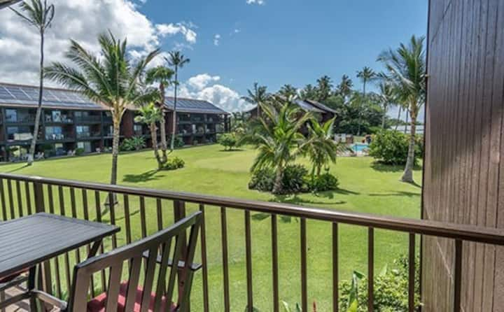 Oceanfront Condo w/Ocean Views, Free WiFi, Full Kitchen, Shared Outdoor Pool