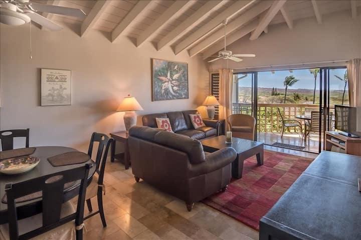 Ocean View, 2nd-Floor Condo w/ Lanai, WiFi, Shared Hot Tub/Pool - Walk to Beach!
