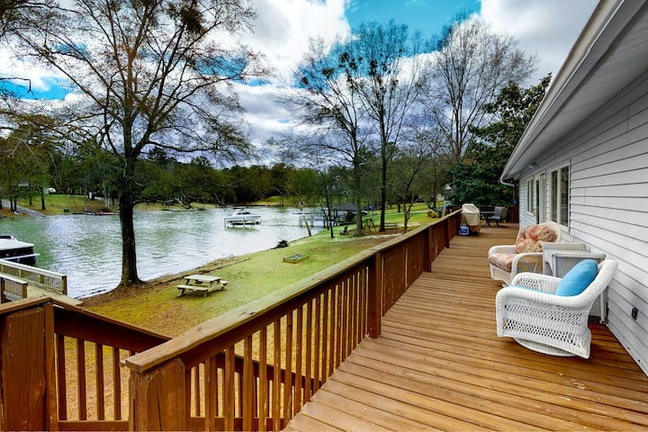 Lakefront Dog-Friendly Home w/Free WiFi, Furnished Deck, Lake Views, Central AC