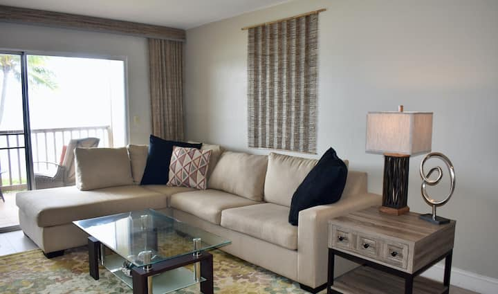 Amazing, Oceanfront Tropical Condo w/Shared Pool, Water Views, & Free WiFi!