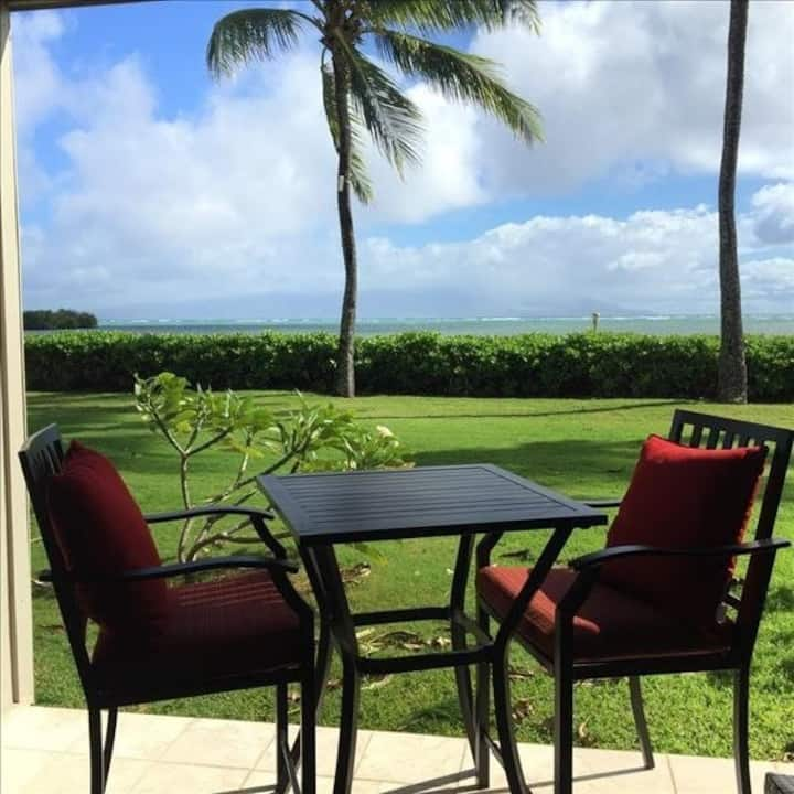 Lovely Oceanfront Tropical Home w/Shared Pool, Free WiFi, Water Views, Lanai