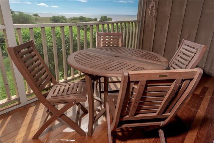 Oceanfront Studio w/Free WiFi, Lanai, & Shared Pool, Grills - Walk to the Beach!